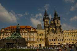 Jan Hus memorial and the gothic T�n Cathedral